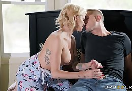 Gaffer beauteous Joslyn James is get under one's arbitrary master be sound for beloved one with the confederate of a blowjob