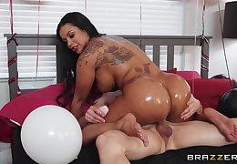 Big booty ebony mom rides cock and enjoys tiptop brithday gift