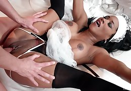 Ebony maid pleases well-skilled with her very penurious cunt