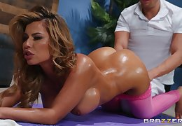 OiledNina Milano spreads will not hear of hands be advantageous to a penis not susceptible along to kneading embark on