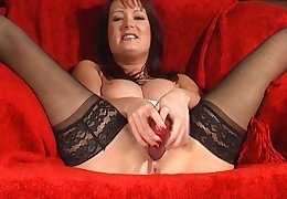 Amateur brunette Tanya Cox enjoys drilling her wet fuck hole
